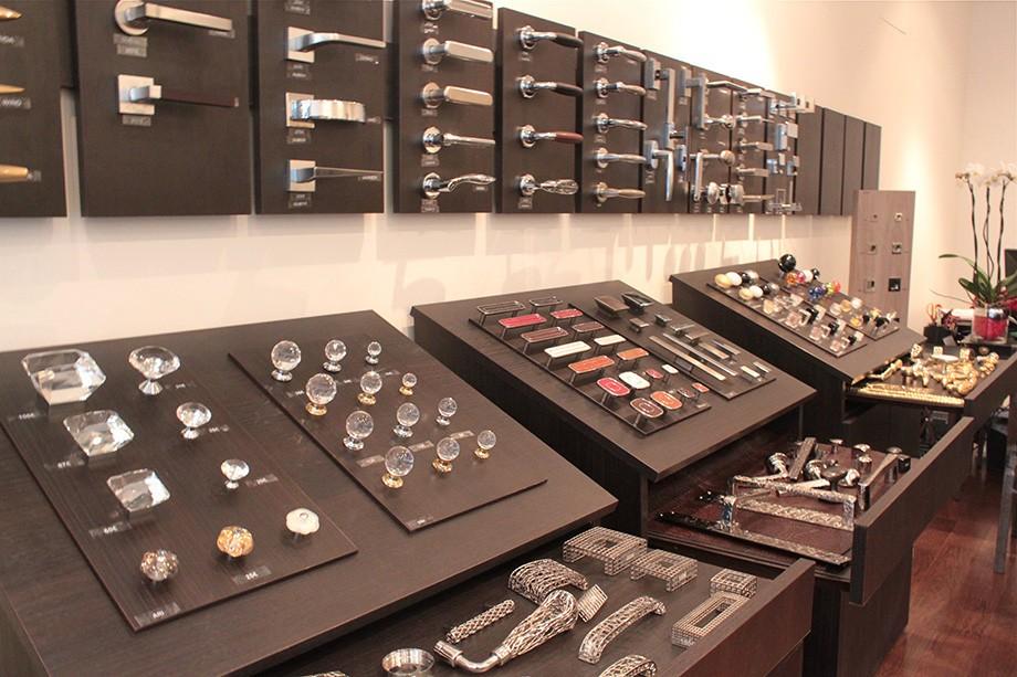 show room saint germain des pr s store poignees deco en. Black Bedroom Furniture Sets. Home Design Ideas