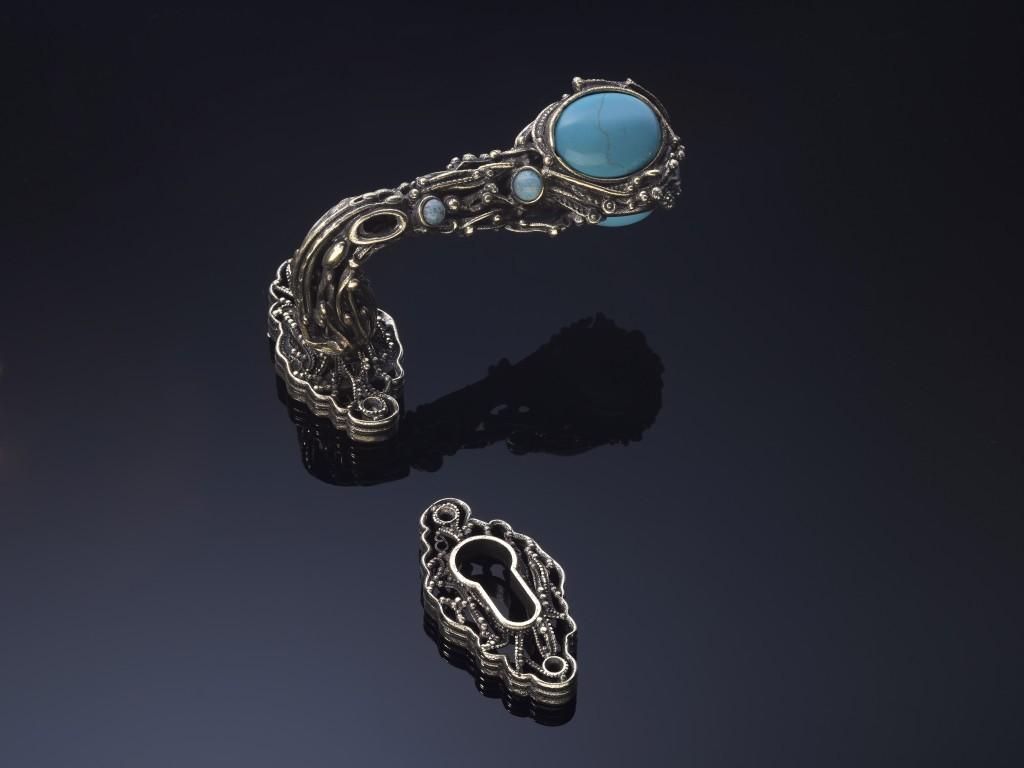 poign e de porte de luxe kochab turquoise q341 sur rosaces. Black Bedroom Furniture Sets. Home Design Ideas
