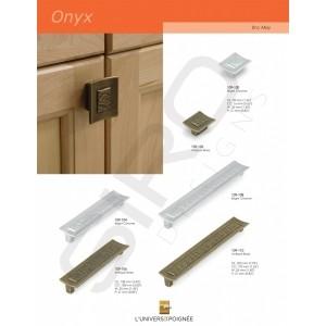 """Boutons et tirants de meubles de la gamme """"Onyx""""."""